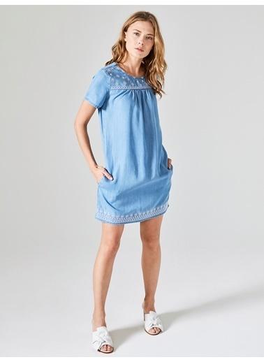 Xint Önü Nakışlı Denim Elbise Mavi